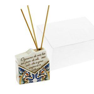 Profumatore lettera busta maiolica, realizzato in resina. Elegante orologio con decorazione frase.