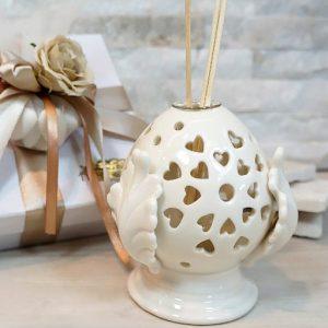 Bomboniera profumatore pumo realizzato in porcellana di colore bianco.ll pumo in porcellana è un pregiato elemento decorativo, simbolo portafortuna.