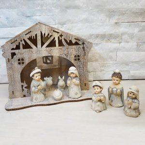 Presepe Sacra Famiglia realizzato in legno con luci led