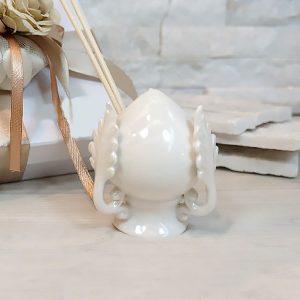 Bomboniera profumatore pumo pugliese realizzato in porcellana di colore bianco.ll pumo in porcellana è un pregiato elemento decorativo, simbolo portafortuna.