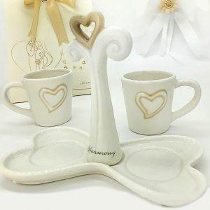 Set 2 tazze da caffè in ceramica bianca appartenenti alla prestigiosa linea Harmony. Complete di vassoio con manico centrale, per agevolare la presa