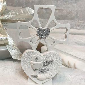 Bomboniera Croce Cuore Comunione, realizzata in polvere di marmo.