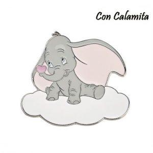 Magnete Dumbo Disney, realizzate in metallo, raffigurante il tenero elefantino Disneysu di una nuvola bianca, con orecchie rosa e cuoricino rosa sulla punta della proboscide.
