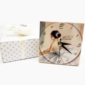 Bomboniera orologio ballerina realizzato in legno, personalizzabile con il vostro nome, o frase. Una bomboniera unica ed originale
